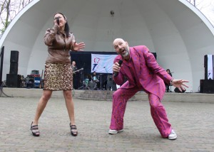 2012 schagen 5 mei pink suit